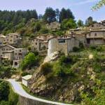 Le village de caractère Jaujac, 6 km.